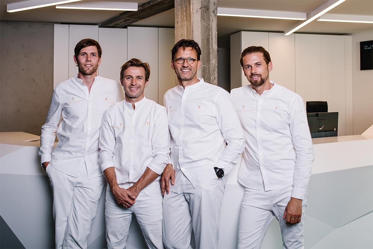 Gruppenfoto der Zahnärzte aus der Praxis am Stadtpark in Hamburg